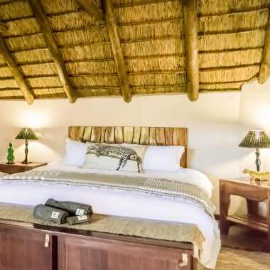 Idwala View Accommodation Leopard Room, Self-Catering, 5 Star, Luxury Mabalingwe Lodge