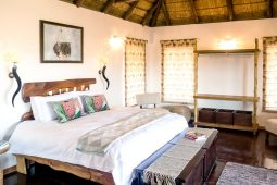 Spacious Idwala View, Accommodation, En-suite, Luxurious, Safari, Ostrich Room